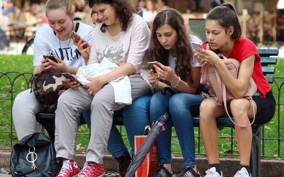 Students on bench texting